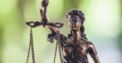 standbeeld van Vrouwe Justitia